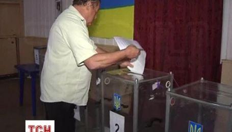 В Мариуполе украинцы идут на избирательные участки