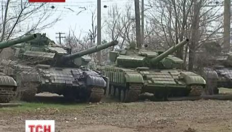 Российские военные обещают отдать украинцам танки