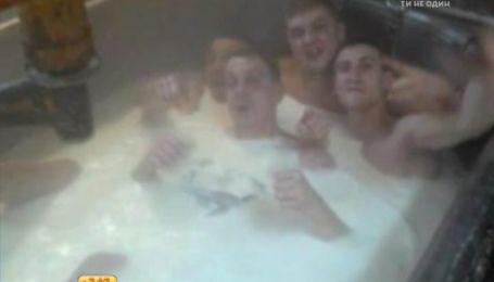 Працівники російського сироробного заводу приймали молочні ванни