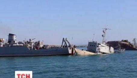 Россияне затопили еще одно судно в Донузлаве, чтобы не выпустить украинцев
