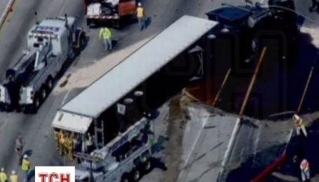 У Лос-Анджелесі в результаті аварії на шосе вилилося 19 тонн меду