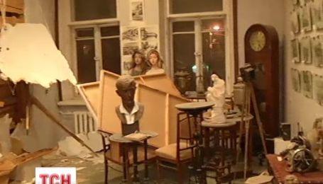 В Киеве неизвестные в масках разгромили три музея