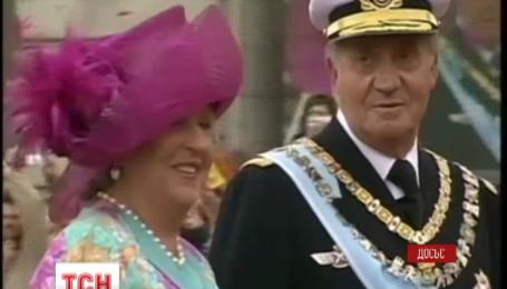 Король Испании слагает свои полномочия