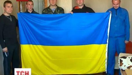 Два десятки військових досі чекають на накази в Криму