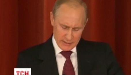 """Путін обіцяє використати усю зброю для """"захисту"""" руського миру"""