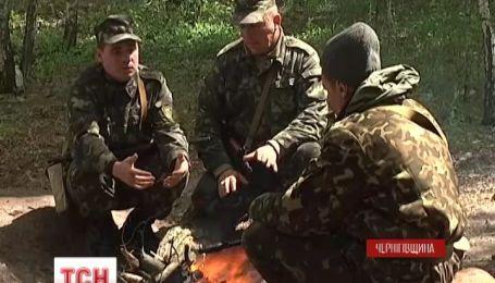 Мобілізовані українці скаржаться на погані умови та звільнення з роботи