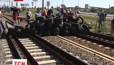 Будівельники перекрили залізничний міст на Видубичах у Києві