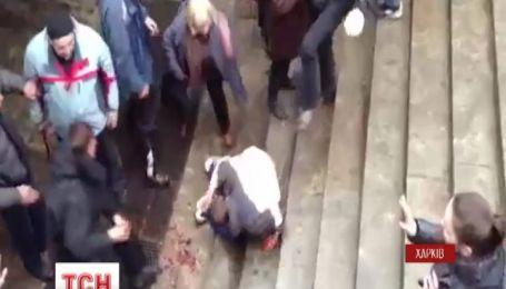 Милиция задержала женщину, которая добивала ногами окровавленного евромайдановца в Харькове