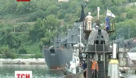 Украинские военные сами отбуксируют подводную лодку из Крыма в Одессу