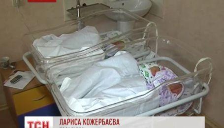 У Житомирі жінка із Севастополя народила трійню