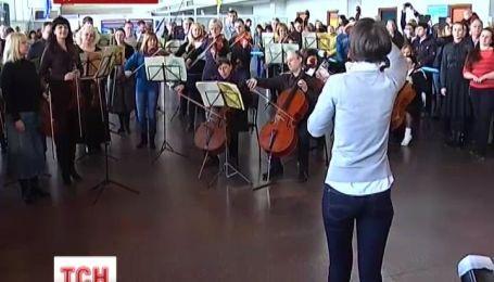 """В крупных городах Украины оркестры сыграли """"Оду к радости"""" Бетховена"""