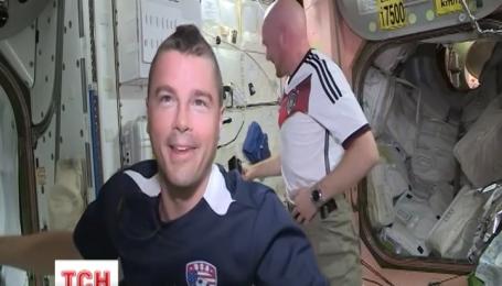 Американські астронавти поголили голови на Міжнародній космічній станції через парі