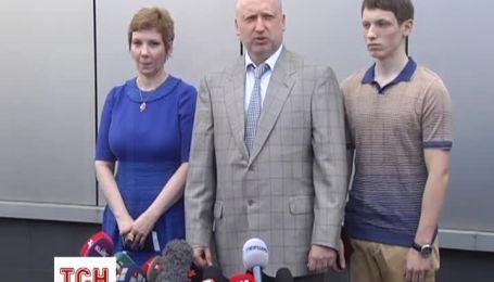 Турчинов півгодини вистояв у черзі, щоб проголосувати