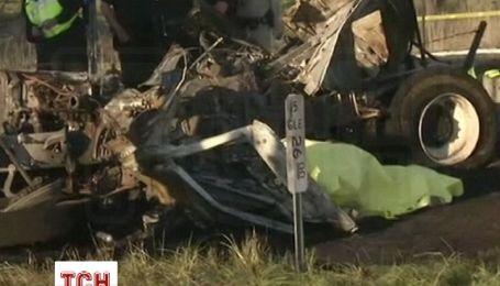 Дев'ять людей загинули в ДТП з автобусом в США