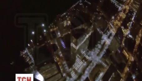 В Нью-Йорке арестовали четырех бейсджамперов за прыжок с самого высокого небоскреба