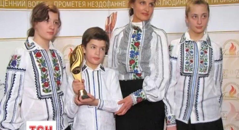 Дружина Порошенка вже 10 років носить сукні львівської майстрині ... 2ae2c25fd99ea