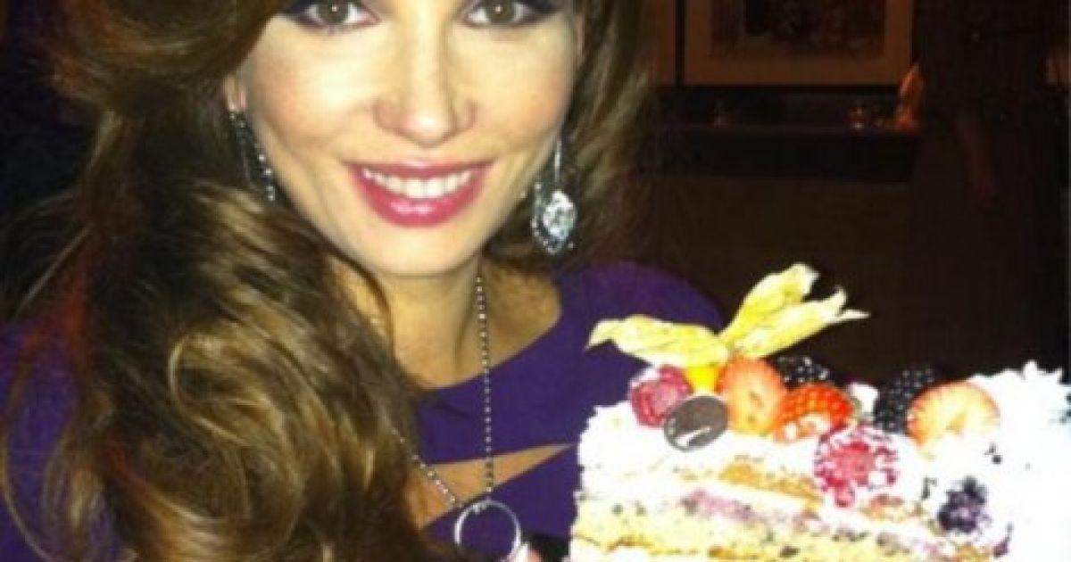 Один з тортів їй презентував коханий