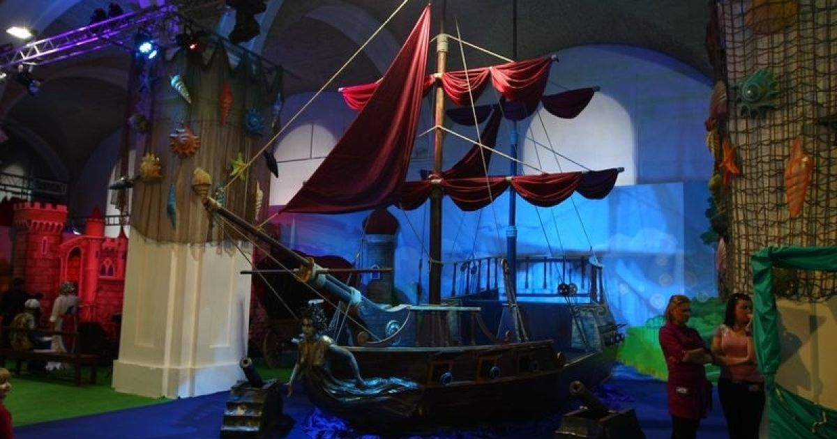 """У київському """"Мистецькому Арсеналі"""" стартувало новорічне дитяче шоу """"Казкова країна 2011"""" @ gazeta.ua"""