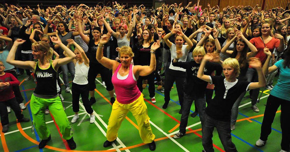 Наймасовіше тренування з зумба-фітнесу (1439 людей) у Нідерландах. @ Guinness World Records