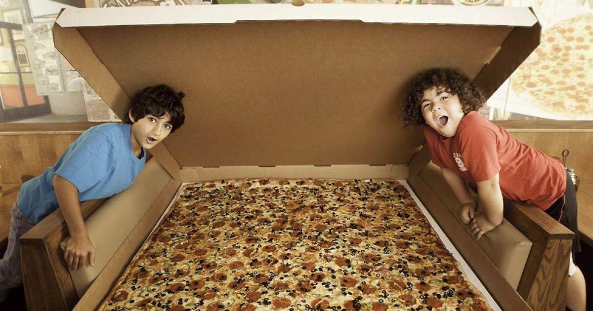 Найбільша у світі піца у вільному продажі — Big Mama's and Papa's Pizzeria у Лос-Анджелесі. @ Guinness World Records