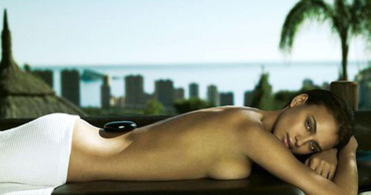 Ірина Шейк оголилася для реклами косметики