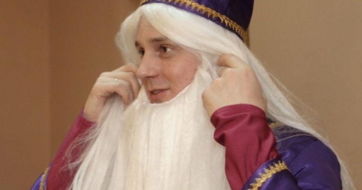 Довгий зіграв у дитячій виставі чарівника @ Gazeta.ua