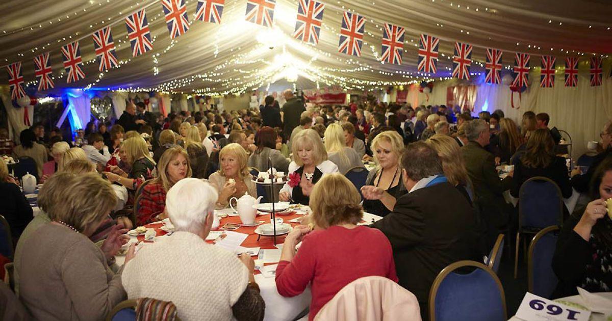 Наймасовіше чаювання відбулось у Ессексі, його відвідали 334 людини @ Guinness World Records