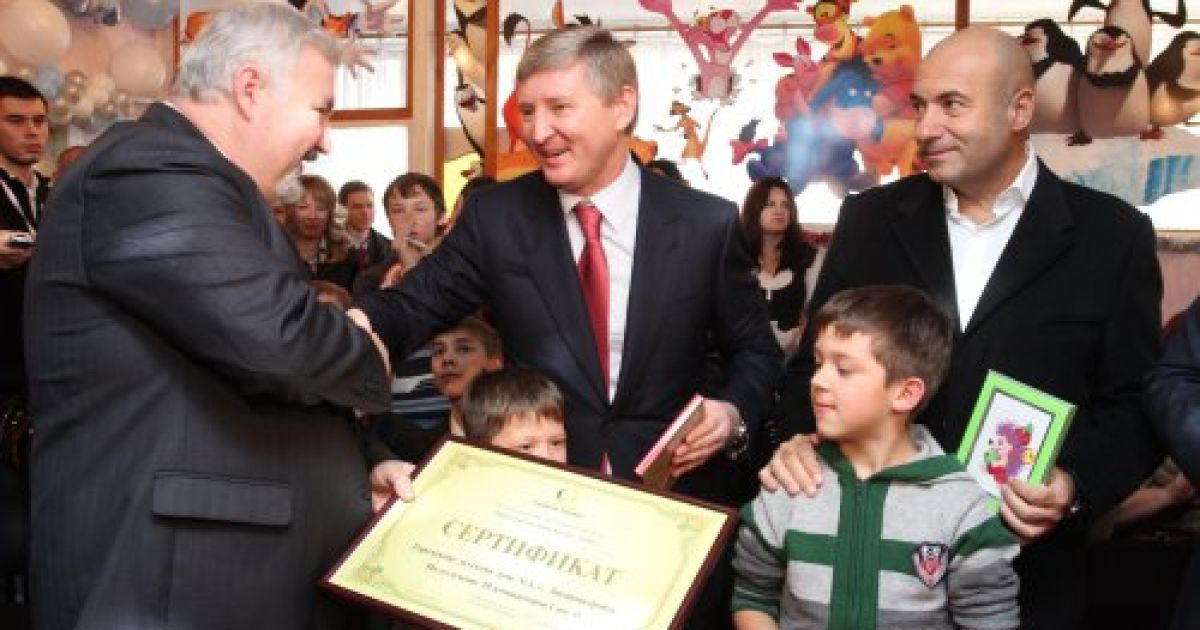 Спочатку Ахметов та Крутой відвідали дитячий будинок для дітей-сиріт і дітей, позбавлених батьківської опіки №1 @ УНІАН