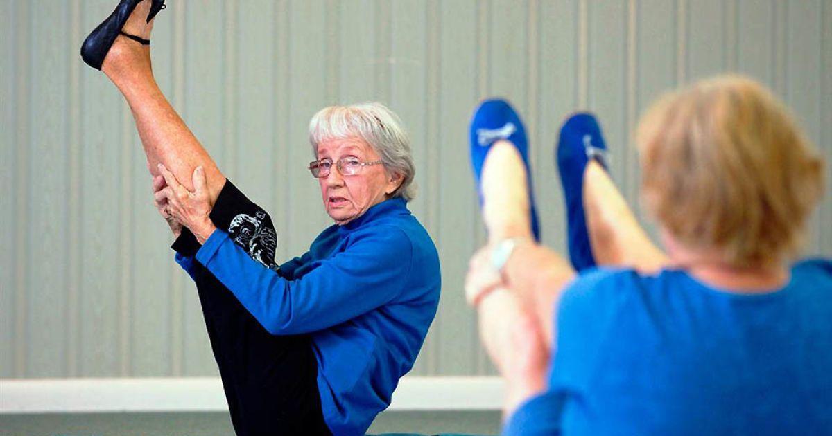 Найстарший інструктор з йоги — 91-річна Берніс Мері Бейтс з Флориди @ Guinness World Records
