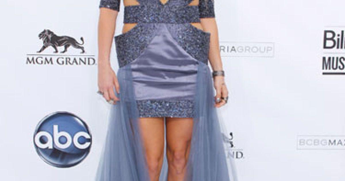 Кеша для появи на Project Runway вибрала відверте срібне плаття з органзи @ fashiontime.ru