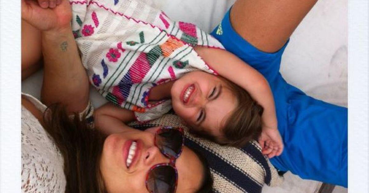 Амброссіо влаштувала родинні канікули @ Facebook