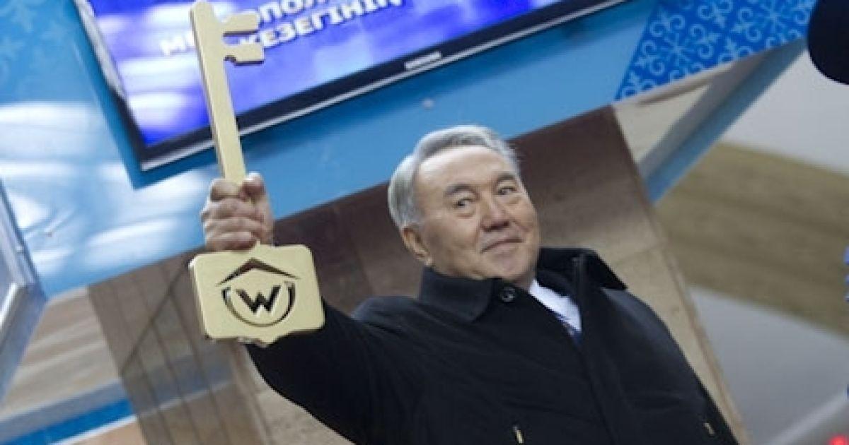 Першим пасажиром першого в Казахстані метро став президент Назарбаєв @ tengrinews.kz