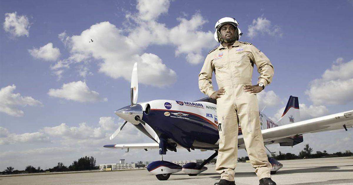 Наймолодша людина, що облетіла навколо світу на самоті — 23-річний студент Баррінгтон Ірвінг @ Guinness World Records