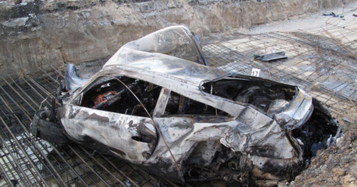 Все, що залишилося від авто, де були депутат Олег Азарченков і модель Тетяна Канюка @ meha.kiev.ua