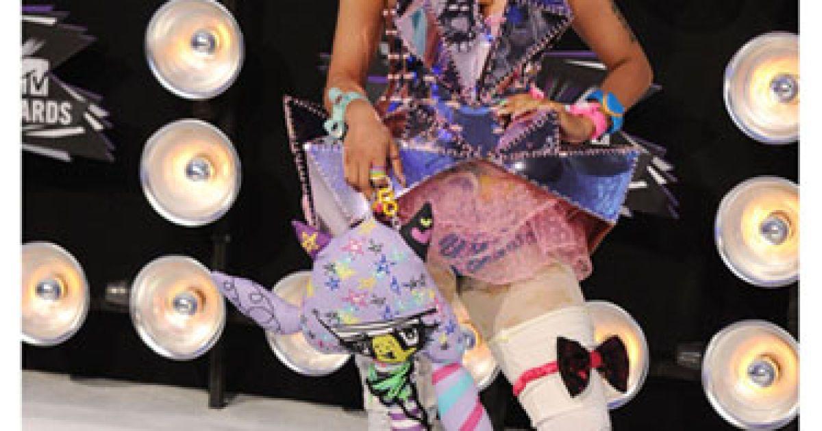 Нікі Мінаж: Про що ж думав стиліст співачки, створюючи цей наряд... @ fashiontime.ru