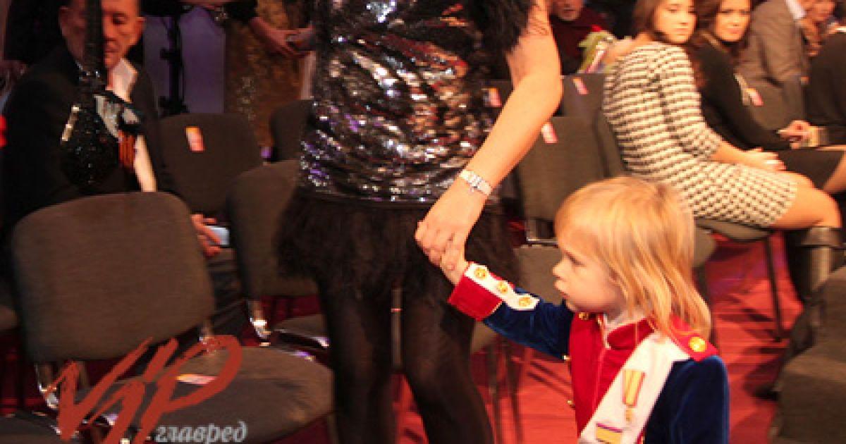 Ірена Кільчицька у міні-сукні та з сином @ VIP.glavred