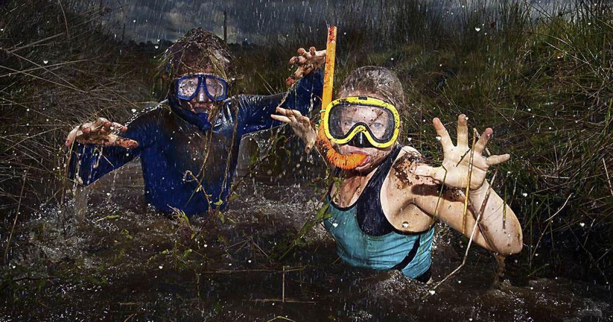Рекордсмени у болотному тріатлоні з маскою і трубкою — Деніел і Наталі Бент @ Guinness World Records