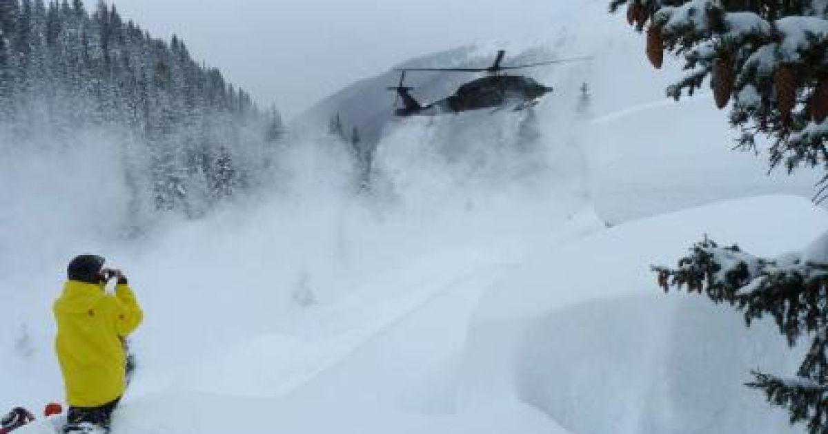 Австрійські курорти в Альпах засипало снігом @ bild.de
