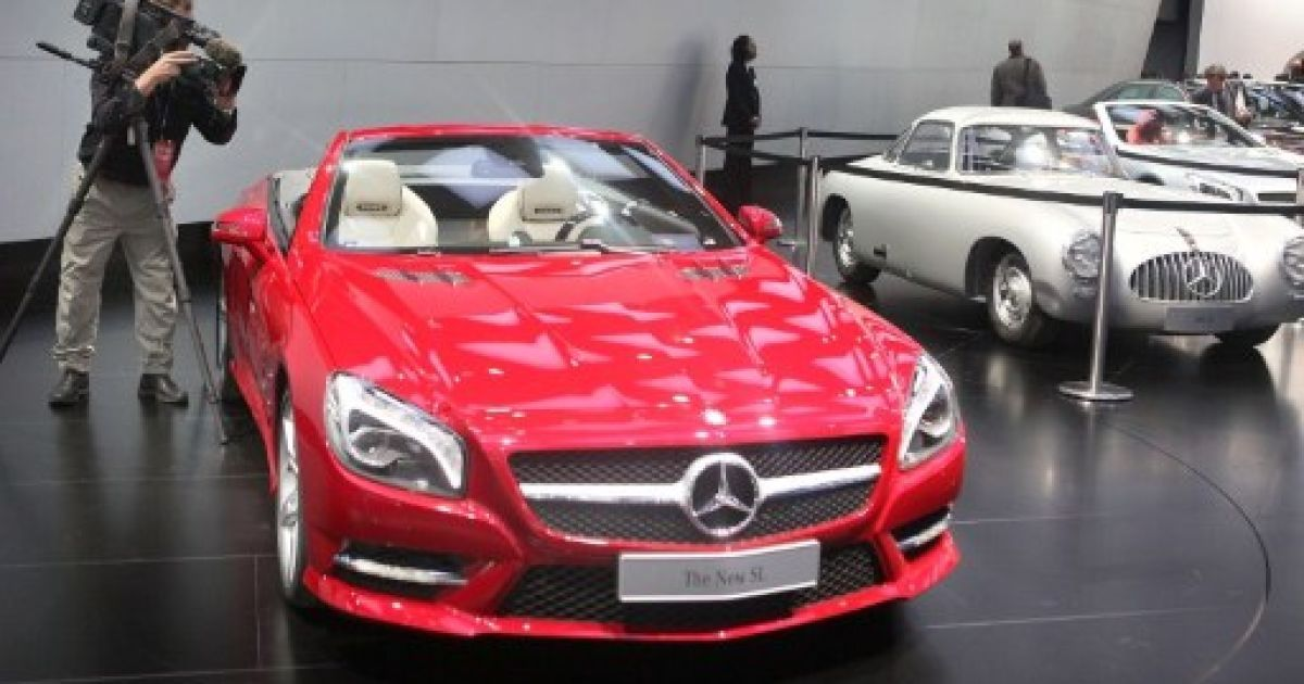 Спорткари Mercedes-Benz SL @ AFP