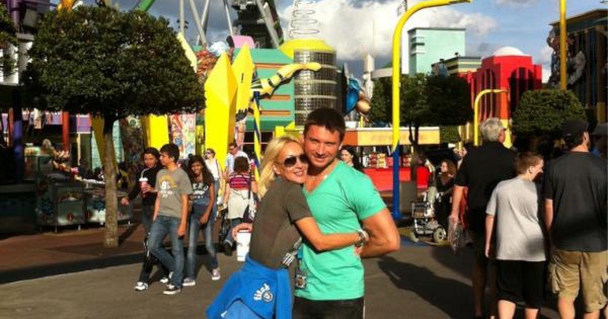 Закохані активно проводять час разом @ twitter.com/sergeylazarev