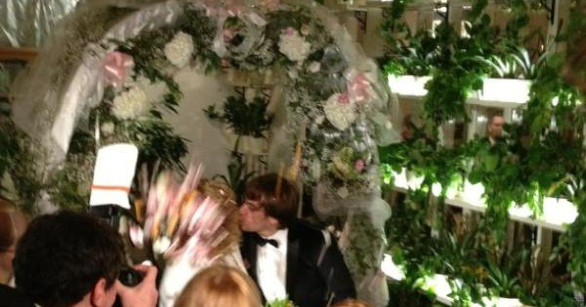 Фото поцілунку виклала у Twitter дочка Пугачової Кристіна Орбакайте @ twitter.com/Orbakaite_K