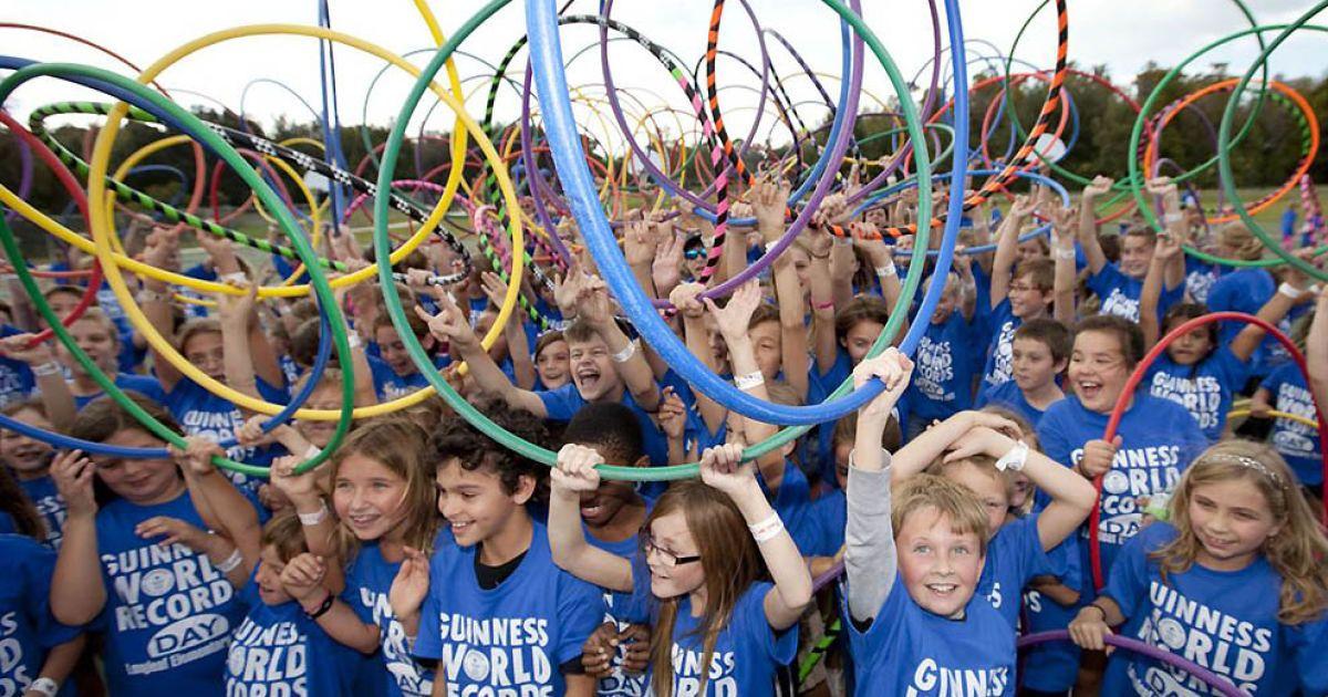 Наймасовіше тренування з хула-хупами (221 учень) відбулось у початковій школі Лонгліф у Флориді @ Guinness World Records