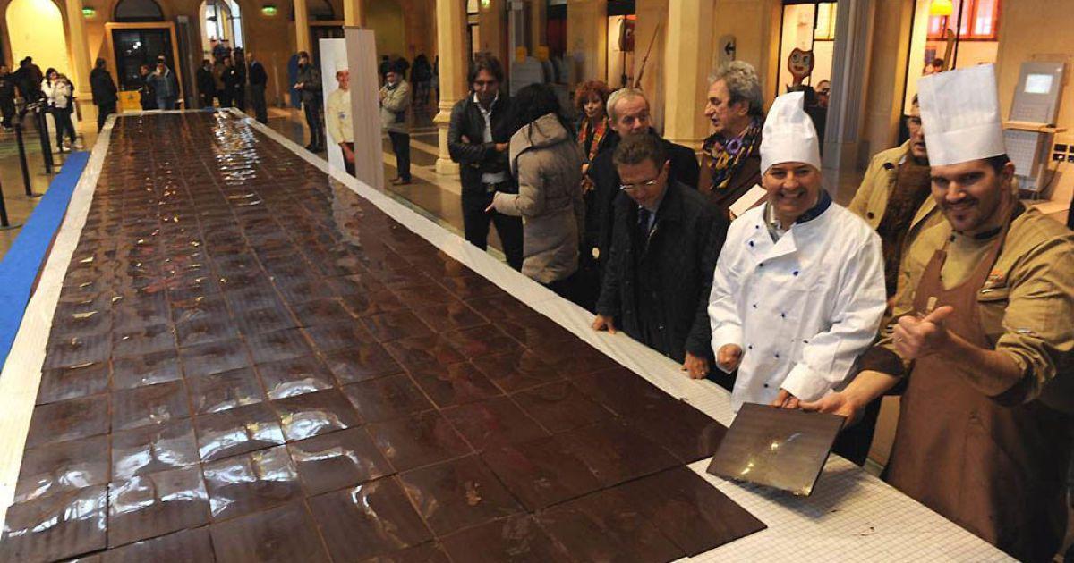 Найдовшу шоколадку зробив Мірко Делла Веччіа — 15 метрів та 6,8 кг. @ Guinness World Records