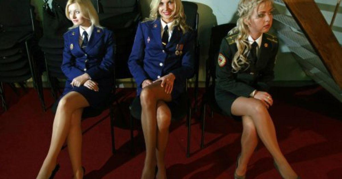 ноги девушки в форме фото минетом