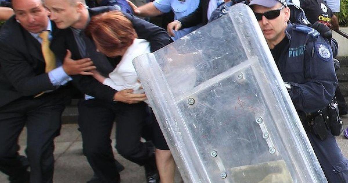 Прем'єр Австралії рятувалася від натовпу розлючених захисників прав аборигенів з допомогою спецназу @ smh.com.au