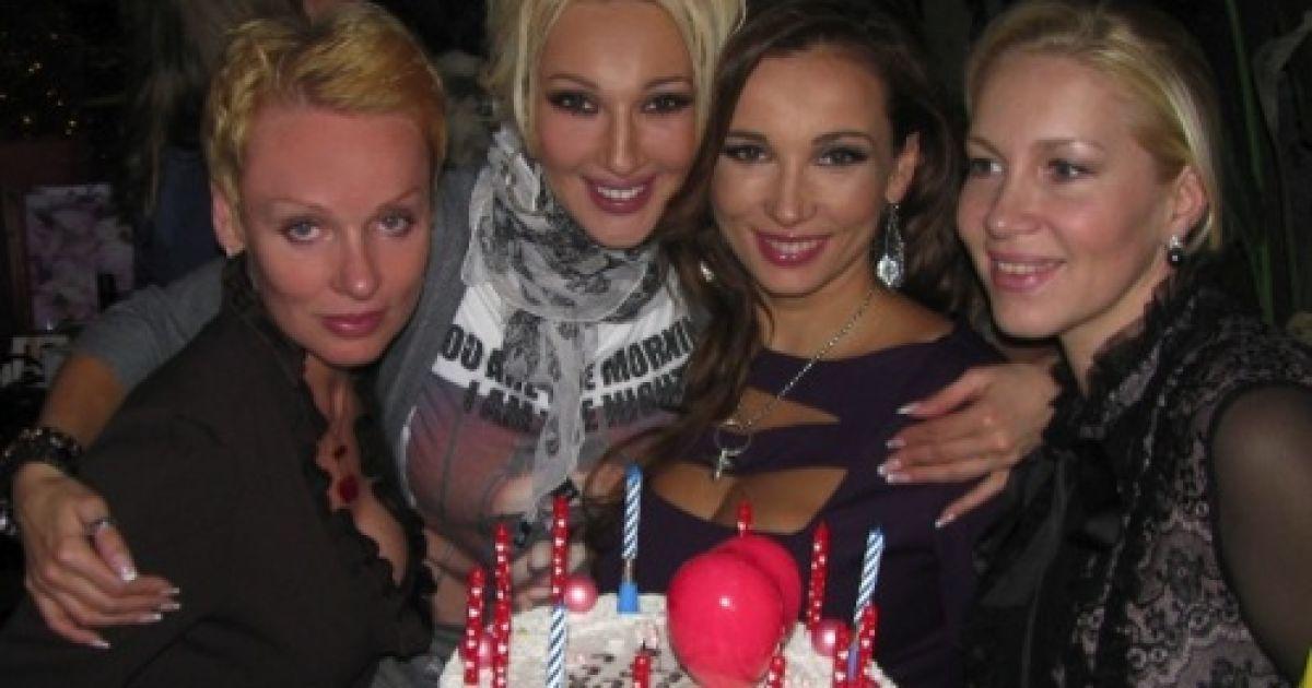 На вечірку Анфіса запросила найближчих друзів