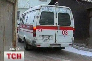 У Луцьку п'яна посол Корпусу миру врізала лікарю ногою в голову