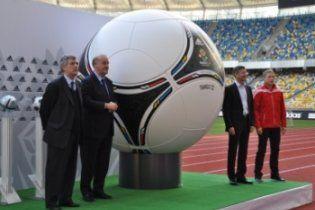 """М'яч Євро-2012 випробували на """"Олімпійському"""""""