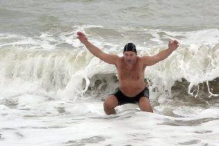 Моржі зі всієї України влаштували заплив у Чорному морі