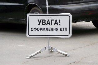 В Борисполе водитель Mercedes сбил на пешеходном переходе ребенка: видео
